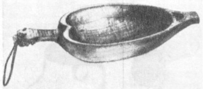«Жемаяк» — чаша для кормления птиц, изготавливается из цельного куска дерева. Существует множество различных форм.