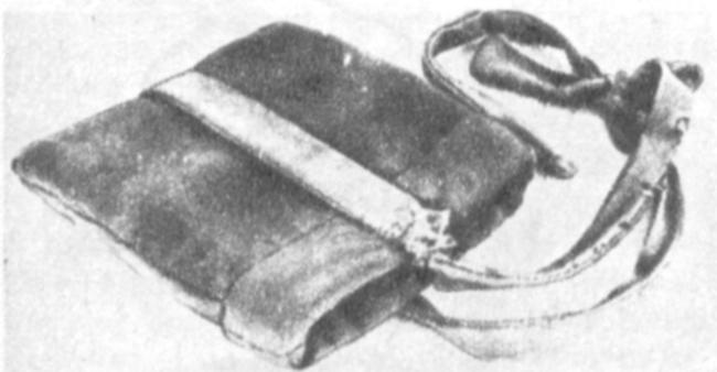 «Жемкалта» — небольшого размера мешочек прямоугольной формы (25X30 см), в который помещается небольшой кусок мяса для привлечения птицы на руку. Изготовляется из кошмы и обшивается прочным материалом.